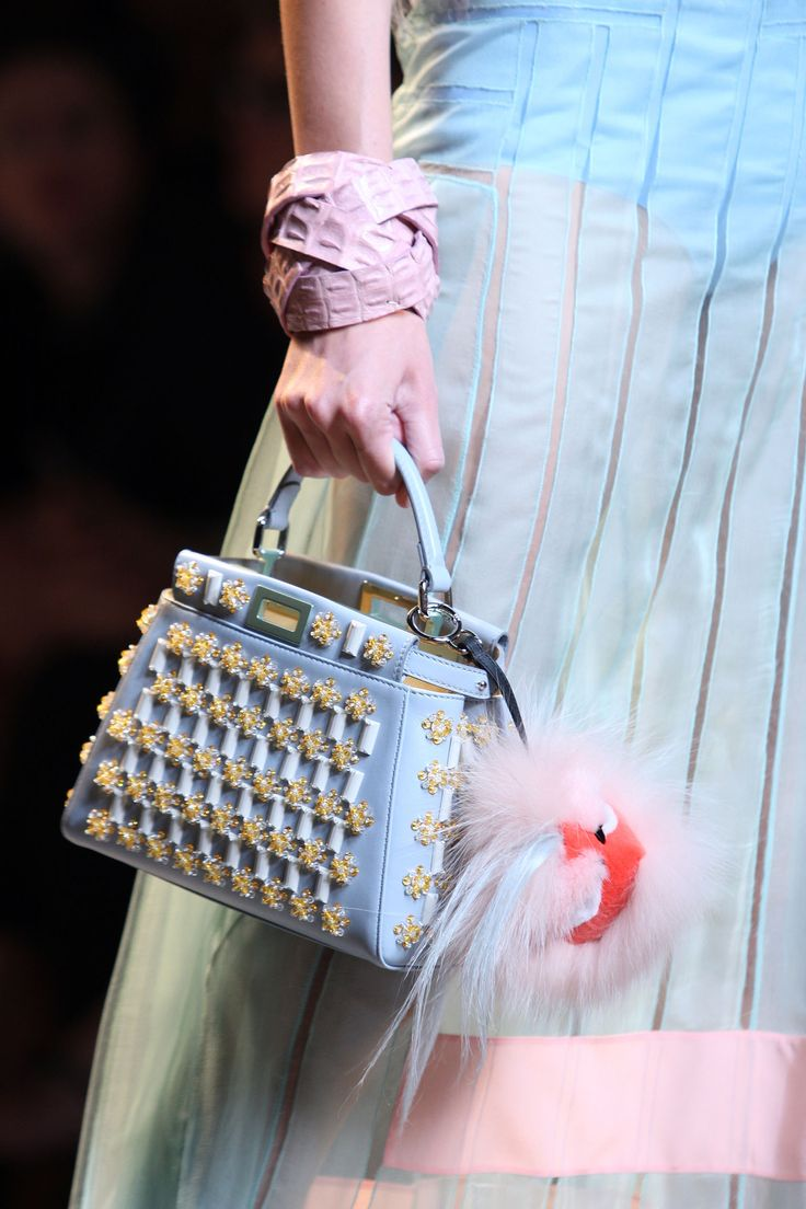 Fendi spring summer 2015 runway bag collection spotted fashion - A Detail Of The Fendi Spring Summer 2015 Collection Look 43