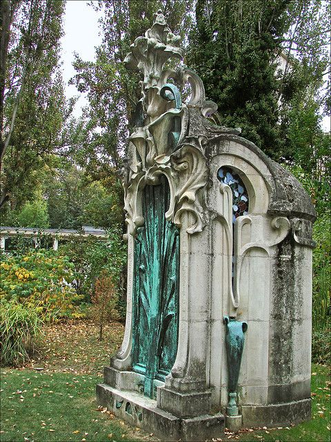 """Monument funéraire art nouveau (Nancy) """"Érigé en 1901 au Cimetière de Préville à Nancy, un monument funéraire à la mémoire de la femme de l'écrivain Jules Nathan dit Jules Rais a été placée dans le jardin du musée en 1969. Il est l'œuvre de l'architecte Xavier Girard et du sculpteur parisien Pierre Roche (1855-1922)."""