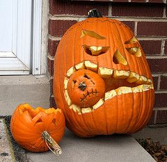 Big pumpkin eating little pumpkin. Pumpkin carving ideas. Orange. Halloween. DIY.