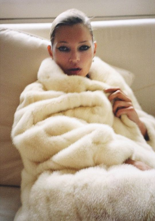 supermodelgif: Kate Moss photographed by Mario Testino