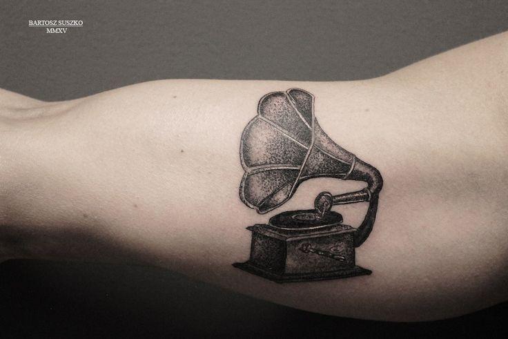 #gramophonetattoo #gramophone #music #musictattoo #dotwork #dotworktattoo #blacktattoo #vintage