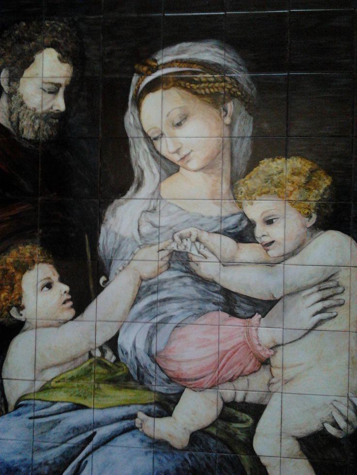 Sagrada Familia. Este mural cerámico me lo encargaron para la parroquia Virgen Madre de Nueva Andalucía, Marbella-MÁLAGA (ESPAÑA). Si quieres saber como hacerme un encargo aquí tienes el enlace: http://www.isabelgan.es/encargos.html