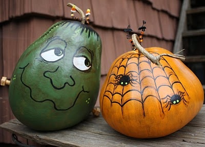 Don't miss this post - BEAUTIFULY spooky amazing gourds!