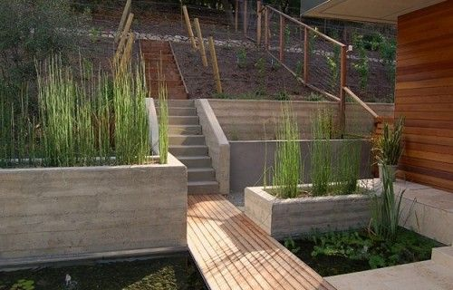 concrete retaining wall. Love the wall and the planters in concrete. Nice match with the wood too.