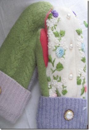 http://twosucculentsisters.blogspot.com/2012/11/warm-woolen-mittens.html#