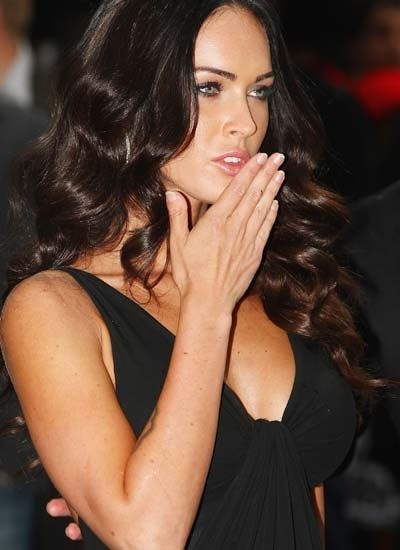 Just like me!!! Megan Fox's thumb: As unlikely as it seems, the World's Sexiest Woman, Megan Fox does have a noticeable flaw. Two in fact - she has clubbed thumbs. This type of condition is experienced by around one in 1,000 people.