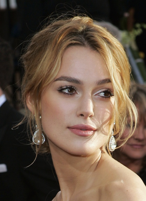 Keira's red carpet make-up for the Golden Globes, 2006, (great eyebrows too).