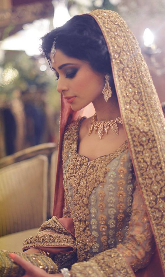 wow stunning bridal outfit! such intricate embellishment!