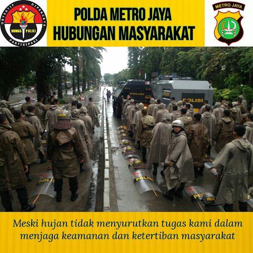 Polda Metro Jaya : Meski hujan kami tetap semangat Menjaga Keamanan