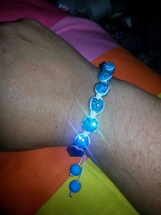 www.beadybee.nl/zelf-shamballa-armband-maken/ (2013)