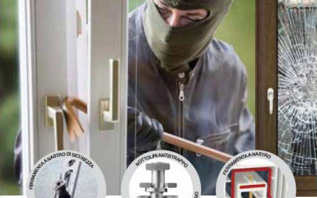 Un ladro professionista simula un tentativo di effrazione di una finestra blindata Il video documenta come un ladro professionista tenta di forzare una finestra blindata antiscasso, e dimostra quali sono i punti deboli delle normali finestre, serramenti o persiane. #finestreblindate #furto #effrazione