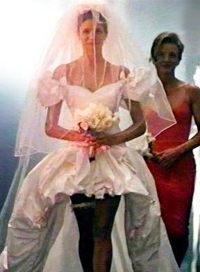 Свадебное платье на стефани сеймур в клипе акселя роуза