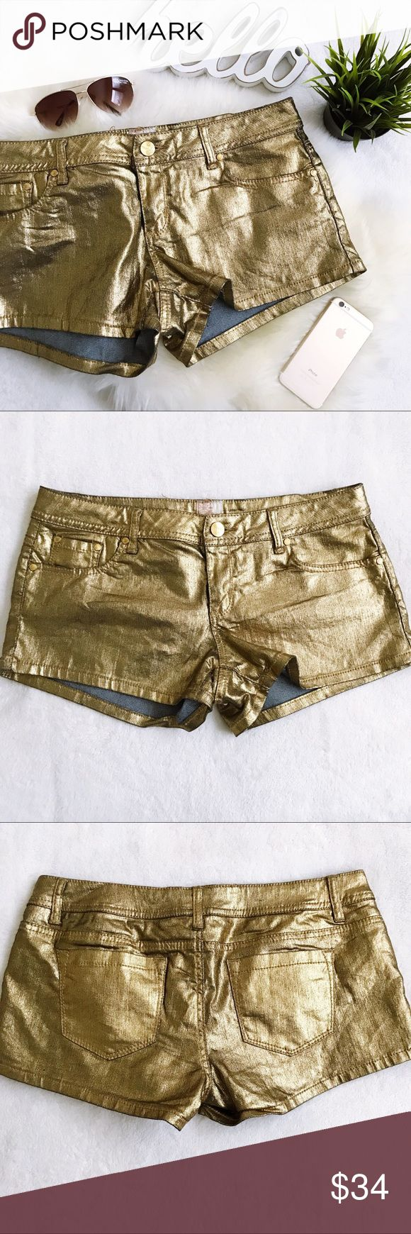 """ARDEN B Gold Coated Denim Short Shorts NWT New with tags, no flaws Metallic gold coated denim Wear now with tights and OTK boots Wear later with flats and a cute top Super fun and versatile   Waist 17.5"""" Hip 20"""" Rise 8.33"""" Inseam 2.75""""  Please review all photos thoroughly  Feel free to ask questions   📎Measurements are approximate  ✏️Save 15% on bundles of 3 or more 👍🏻Reasonable offers welcome! 🚫Sorry no trades ❤️ Arden B Shorts"""