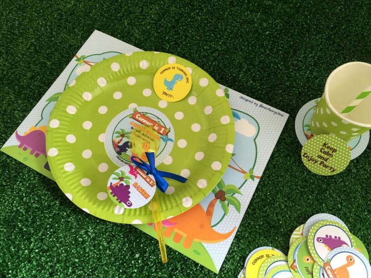 Connor-saurus party table setting, green polkadot cutlery set  Follow Instagram @meifancyideas