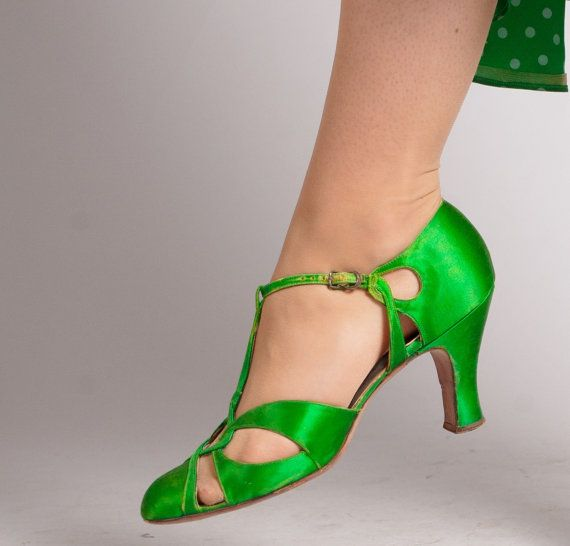 Vintage 1930s Shoes  30s Satin Shoes  Bonne by concettascloset, $142.00