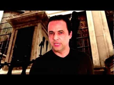 """Il centro di San Paolo è uno dei luoghi teatro delle storie di fantasmi. Tra i nomi che costituiscono il canone delle storie dell'orrore c'è quello di J.J.G.L. Frank, professore tedesco sepolto nel cortile interno della Facoltà di Giurisprudenza. Nel corso dell'anno ha iniziato a diffondersi in città la leggenda sulla sua """"anima tormentata"""" che presumibilmente vagherebbe ogni notte nei dintorni della sua tomba.    www.goethe.de/italia/urbanlegends"""