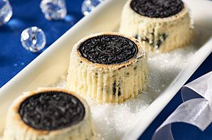 Oreo Upside-Down Cheesecakes  Not so sure about the sour cream but at least it means I can sub in Greek Yoghurt for less calories!!