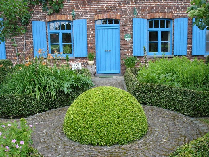 De buxusbol vormt het centrale punt in deze buxustuin.
