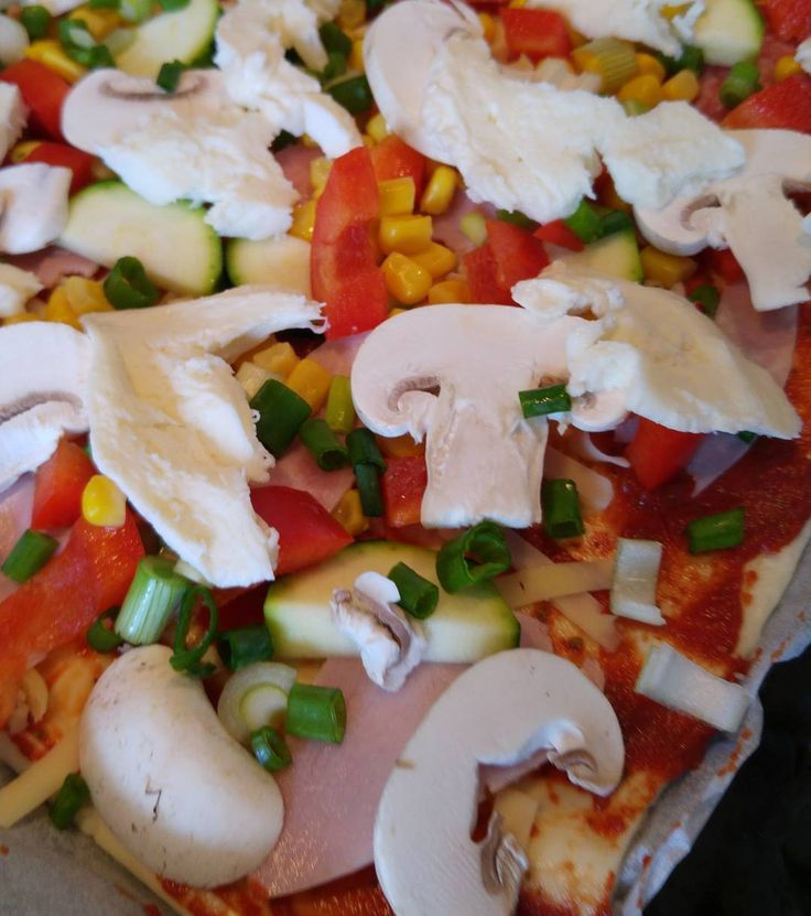 #Pizza! Hier ist die #Blätterteig Version gerade sehr beliebt. Irgendwo gab's das auf einem #Kindergeburtstag und seitdem ist sie der Renner bei den #Münsterjungs. Habt ihr schon mal probiert? Funktioniert am besten wenn man keine #Tomatensoße nimmt sondern nur ein wenig #Tomatenmark und das dann würzt. Jetzt aber flott Mutti braucht Feierabend!