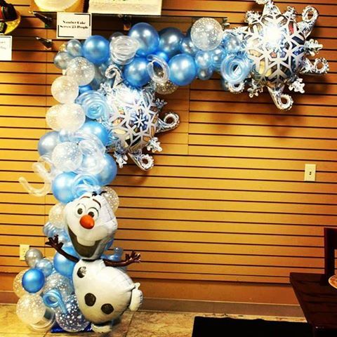 Frozen balloon decor with Olaf.