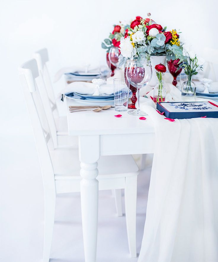 do you invite officiant to wedding reception%0A This UltraChic Bedford  NY  th Of July Party Will Have You Seeing Stars