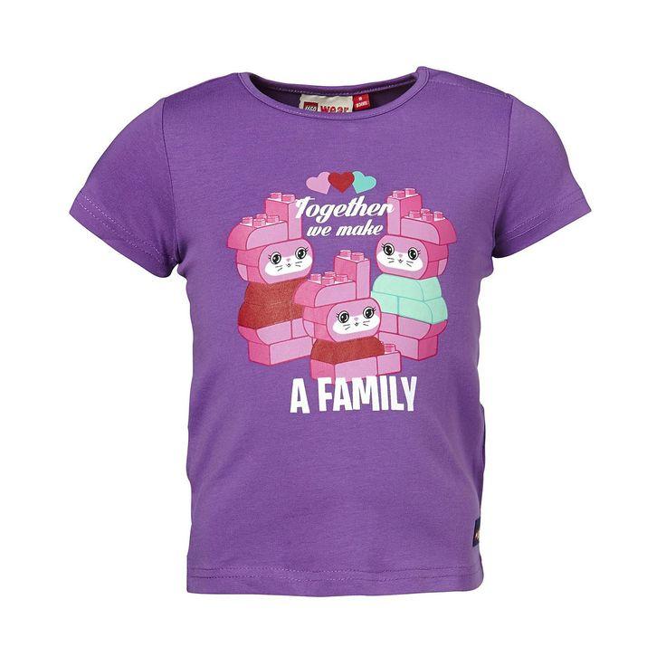 """Duplo T-Shirt Tina """"together we make"""" Shirt    LEGO® Wear hat längst nicht nur die Spielzeugkisten, sondern auch die Kleiderschränke erobert. Dieses niedliche T-Shirt ist das richtige für aktive Kids. Das weiche Material macht nicht nur auf dem Spieplatz eine gute Figur.    LEGO® Wear Kinder T-Shirt mit folgenden Besonderheiten:    - Thema: LEGO® Duplo®  - schönes T-Shirt von LEGO® Wear  - gros..."""