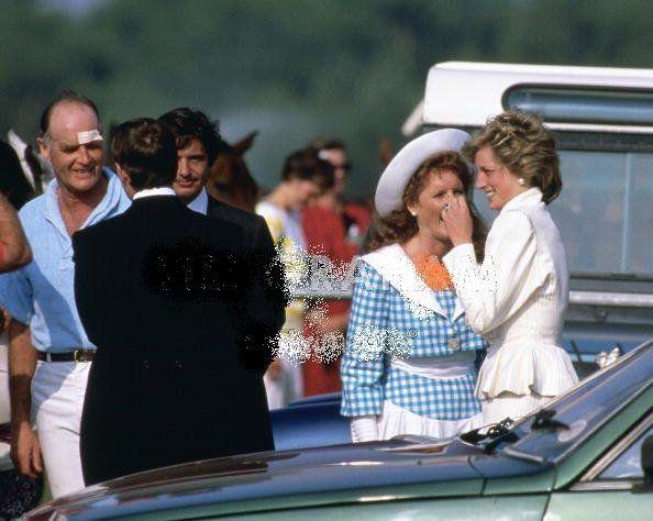 Sarah la fiançée du prince Andrew  et  Diana Au Polo à  Windsor _ 17 juin 1986