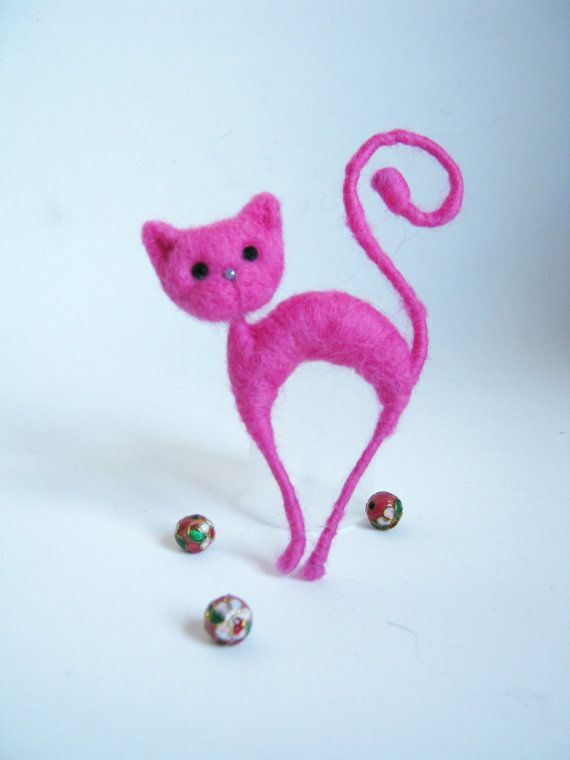 Needle felted pink cat brooch