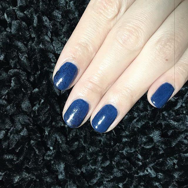 ディープブルーにブラックのホイルを散らしたシンプルネイル。 やっぱり寒色が好き☻  #nailstagram #selfnail #gelnails  #セルフネイル #ジェルネイル #ショートネイル #パピヨネクリスタ長堀 #大阪 #心斎橋  #ネイル好きな人と繋がりたい