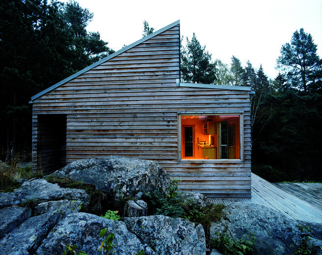Named Woody35 because of its size (35 square meters) and wooden structure, this #prefab cabin can sleep six people, has a living room, kitchen and bathroom.