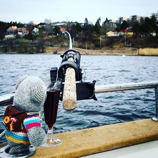 This week I'm back in #moss #norway ... My mum took me #fishing and I have to say it was really fun... but we did not get any fish before there was #wine in the system.... But we Loved it... perfect way to spend the day.. #friends #redwine #fish #boat #travelingteddy  #visitnorway #travelingram #weekendtravel #traveling #instatravel #photooftheday #instaphoto #wearetravellers #beer #homeofbeer #visitmoss #winetime #ørret #fiske #båt #whitewine #fun #champagne #norge #Østfold