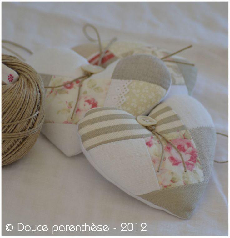 Superbe coeur en patchwork: mélange de tissus en coton ancien fleuris et imprimé