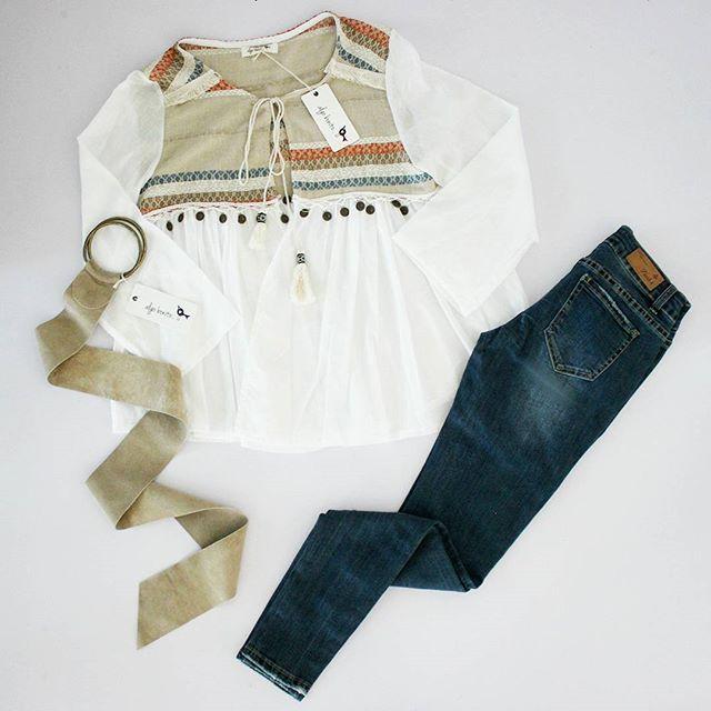 ¿Buscas inspiración? Dale un toque cool a tu #outfit con nuestra nueva #blusa étnica ¡Ya disponible en tiendas! #lookoftheday #ootd #moda #fashion #etnico #tribal #boho #bohochic #monedas #algobonito #instafashion #instalook #spring #primavera #nuevacoleccion #coleccionprimaveraverano