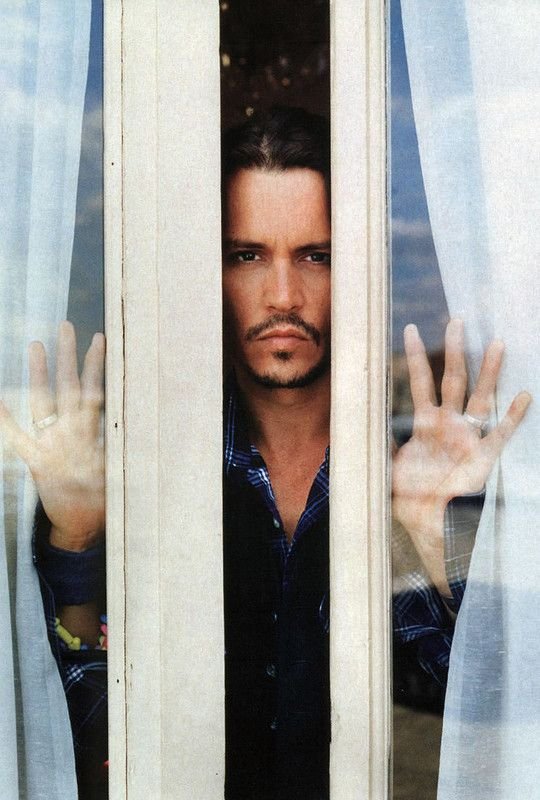 If I woke up in the middle of the night to see this in my window, I wouldn't call the cops... Not even maybe.