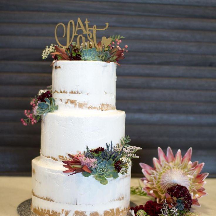 Love having aussie native flowers on cakes. This semi naked cake dressed by @naomirosefloraldesign for the @sandringhamyachtclubevents just stunning. #regniercakes #weddingcake #weddingdessert #baysidecakes #baysidewedding #weddingcakemelbourne #seminakedcakes #seminakedweddingcake