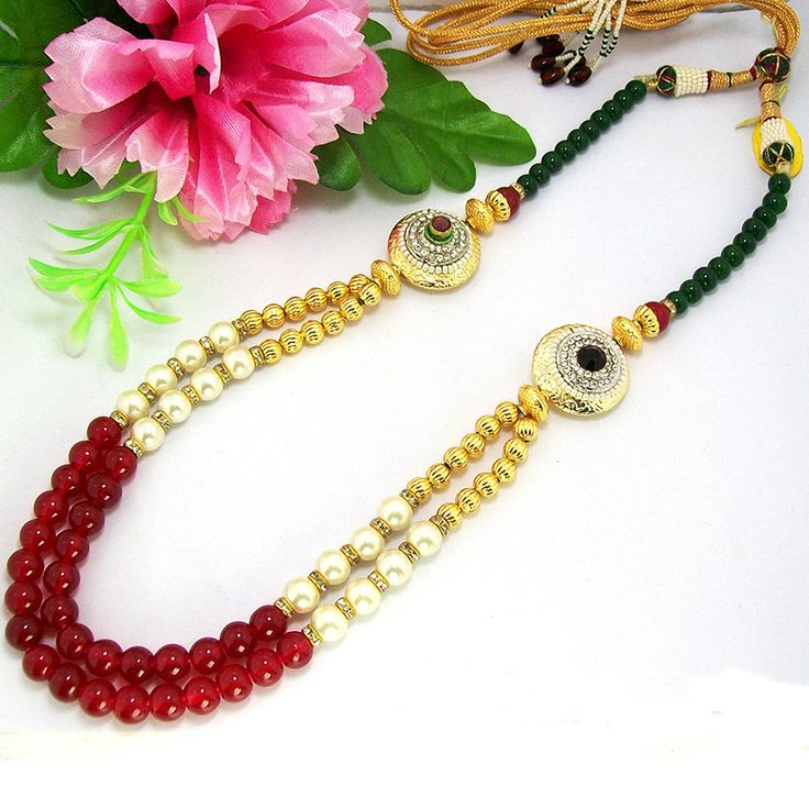 This antique necklace is based on two circular pendants which are made up of casting material and polished in high gold. The strings of the necklace are based on color balls, pearl balls and golden cutting balls in series.