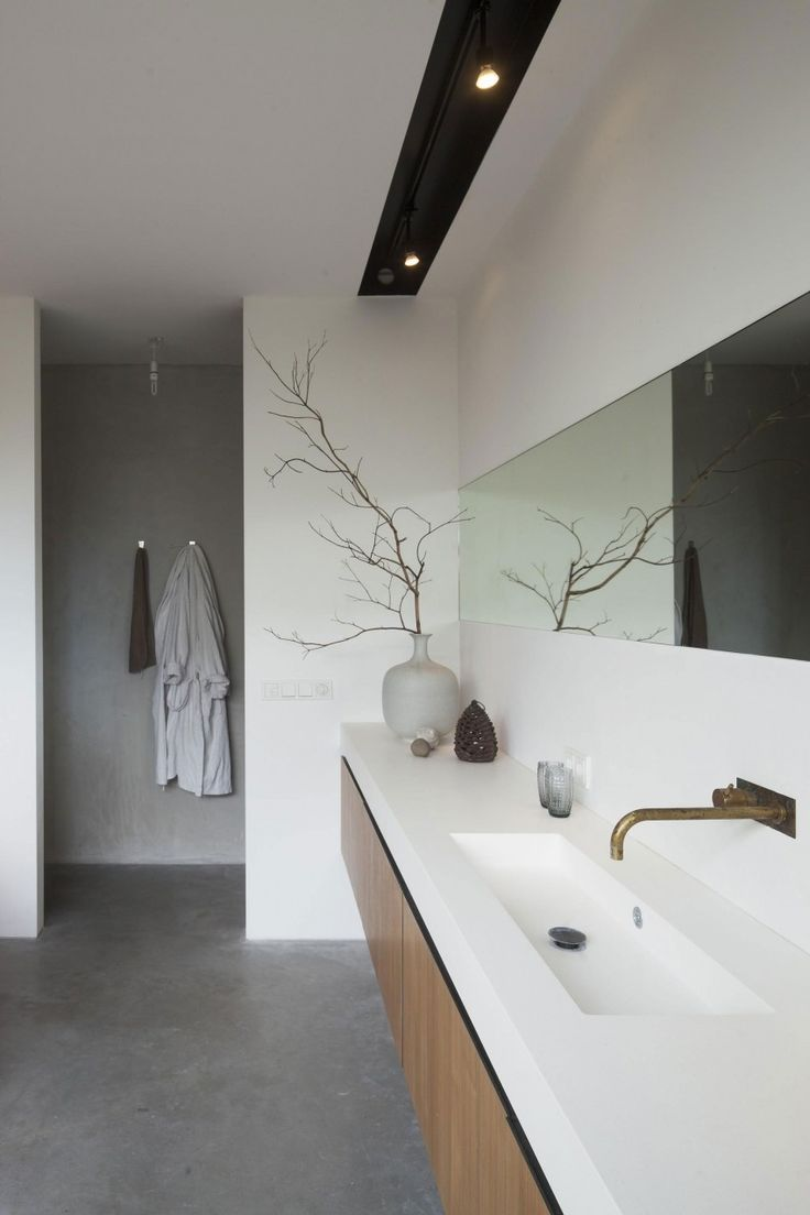 This could work well with shower wall and cabinet and mirror detail for ensuite 2