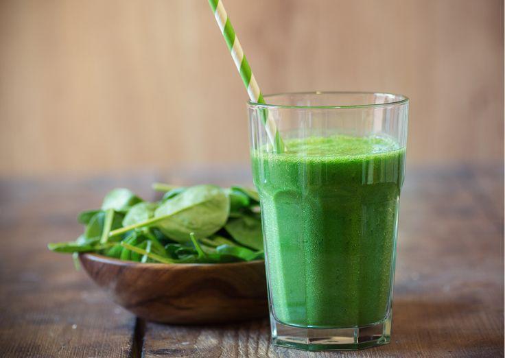 Vedela si, že džúsy zo zelenej zeleniny a ovocia sú tie najlepšie. Pýtaš sa prečo? Odpoveď je jednoduchá. Majú najsilnejšie detoxikačné účinky. Dodávajú veľa energie, čistia naše telo a v neposlednom rade i zlepšujú našu kvalitu pleti. Pripravila som si pre teba 3 druhy zelených SMOOTHIE. Špenátové smoothie s banánom Základné suroviny 2 hrste špenátu 1 banán 2 hrste slnečnicové semienka 200 ml voda Postup Špenát opláchni pod vodou. Slnečnicové semienka vsyp aspoň na 12 hodín do vody. Po 12…