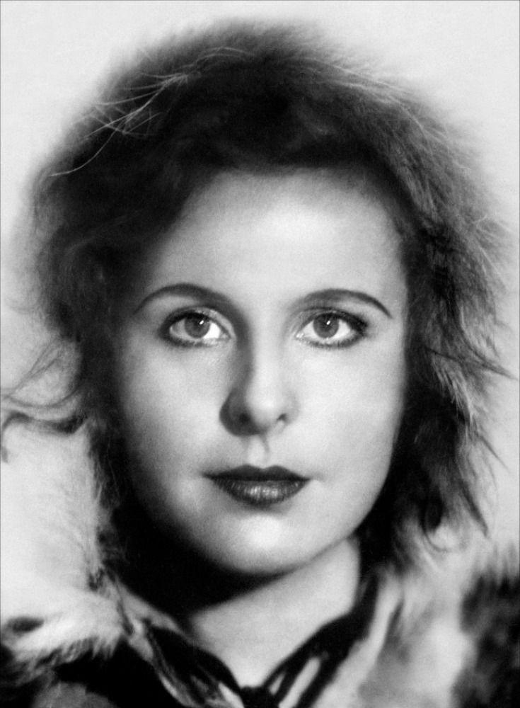 // Leni Riefenstahl. Fue una actriz, fotógrafa y cineasta alemana, célebre por sus talentosas producciones propagandísticas del régimen de la Alemania nazi.