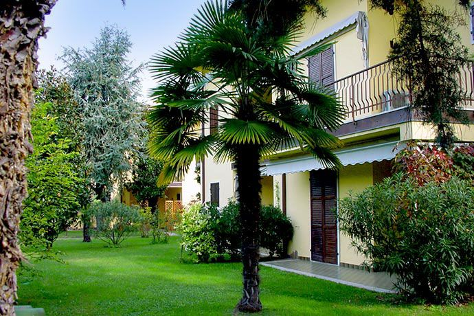Apartments Armony - Bardolino ... Garda Lake, Lago di Garda, Gardasee, Lake Garda, Lac de Garde, Gardameer, Gardasøen, Jezioro Garda, Gardské Jezero, אגם גארדה, Озеро Гарда ... Welcome to Apartments Armony Bardolino. Apartments Armony, a small and private residence with garden and two swimming pools (one for children), only 30 meters from the lake and 400 mt. from the historical centre of Bardolino. In walking distances one can find supermarkets, restau