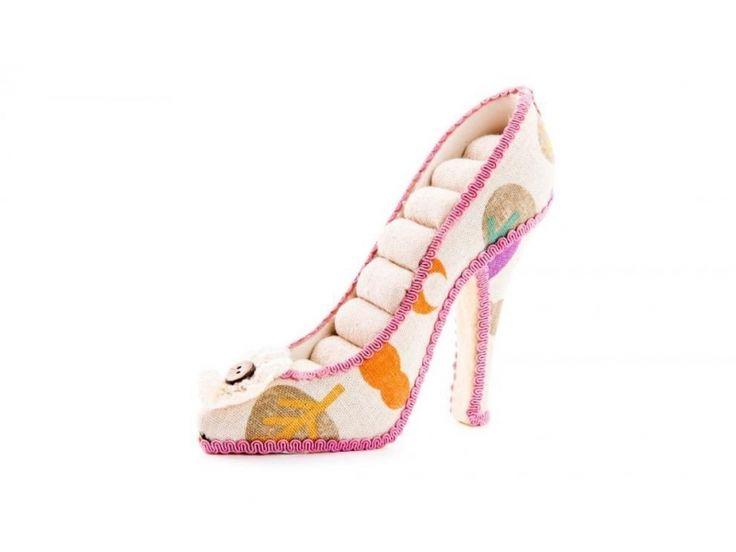 #joyero de resina con forma de zapato, muchos mas joyeros en https://www.catayhome.es/categoria/joyeros/
