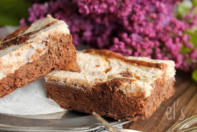 I love both the brownies in all their forms as you have seen here and here, but also the cheesecakes here or there then the idea of combining the two, as I had already seen on the blogosphere, really appealed to me ! Good but as Gentleman is not a super fan of this base...  Read more »