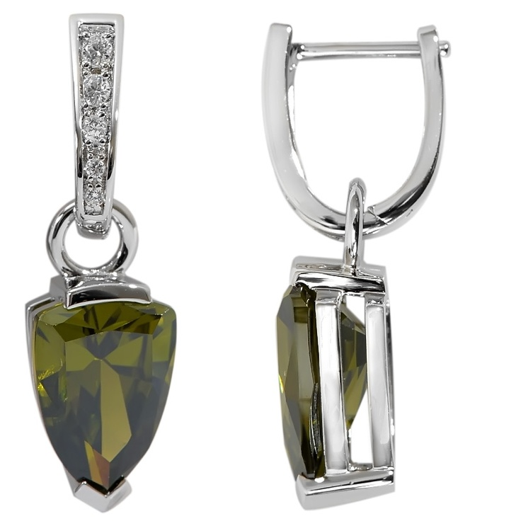 Boucles argent 925 rhodié  Alpinite Triangle Vert et oxyde zirconium. Prix 75€