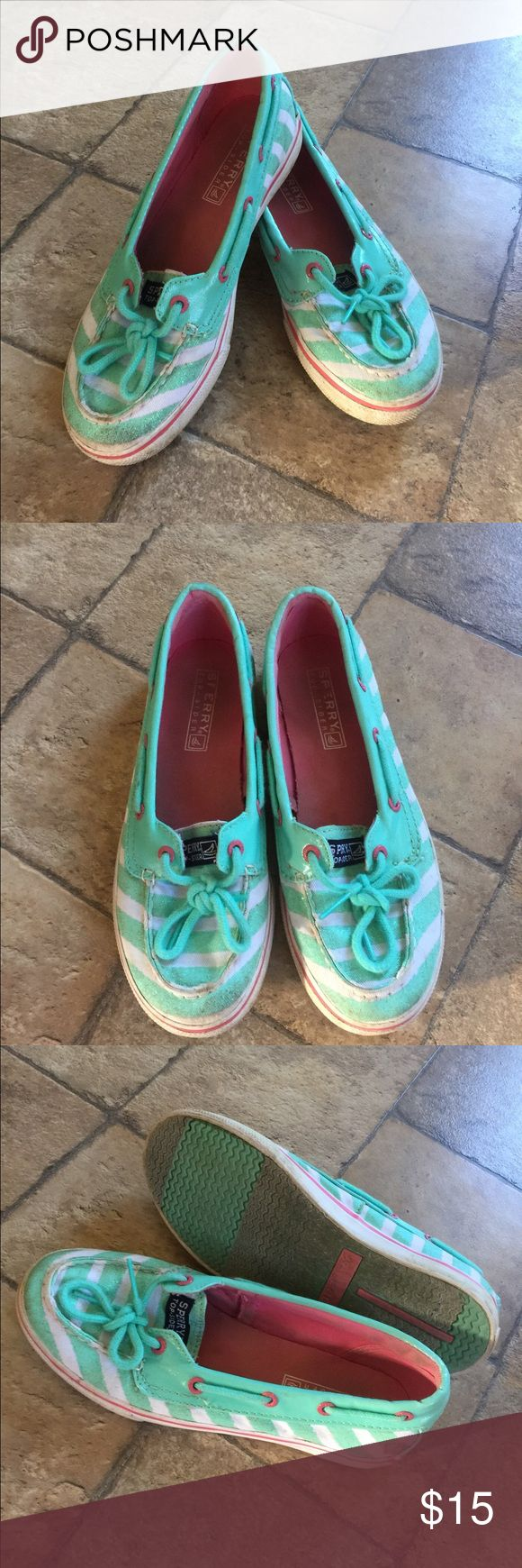 Girls Sperry Shoes Sz 2.5 Have been worn a few times,but in nice condition.need a lite cleaning on tips (not bad/just wanted to let you know) .sz 2.5 Sperry Shoes