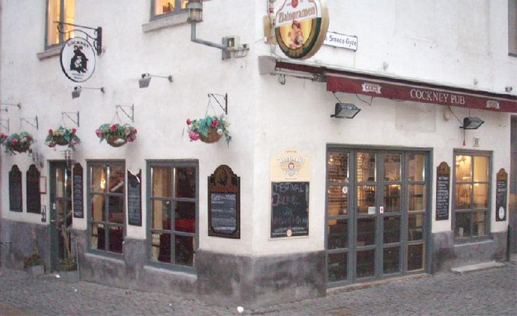 Det bedste ølsted i Aarhus. Desværre må der ryges på stedet. Skiftende øl på fad. Masser af rom og whisky. http://cockneypub.dk/