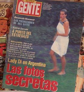 La tapa de la revista Gente con Lady Di en traje de baño