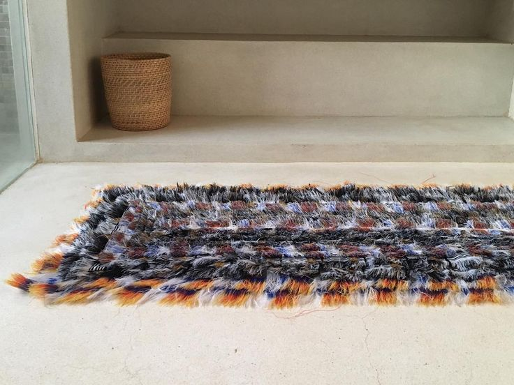 MAALU MAALU tæpper er fine på væg og i stol eller som løber på gulvet. Tæpperne kan vaskes i maskine og er derfor også gode på badeværelset #maalumaalu #maalumaaludk #talallahouse #unika #retro #rug #interior #interiør #ryatæppe #indretning #homedecor #decor #midcenturystyle #newmodern #nordichome #srilanka