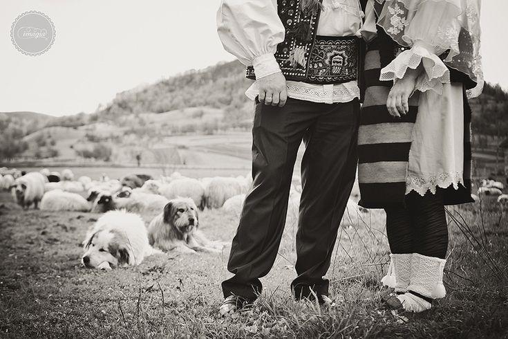 Guest Post: Mandra-n toate cele, mireasa etno. Nunta traditionala in Maramures foto credit: Imagia via imagia.ro -