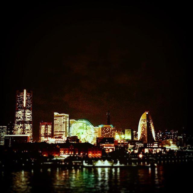 Instagram【matchday.m】さんの写真をピンしています。 《#みなとみらい #横浜 #大さん橋 から #オクフェス帰り #オクフェス #ビール #飲みすぎた #夜景 #くそきれい #だけど #これは #社畜のおかげ #みなさん #お疲れ様です #最近 #加工の技術 #あがった #なんか #FFX #ファイナルファンタジー10 に #出てきそうな #感じ #ザナルカンド  #ハッシュタグ #多いなぁ》