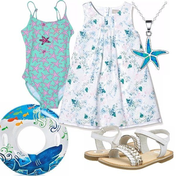 Delizioso costume intero verde acqua con stelle marine rosa. Abitino di linea ampia, sandaletti bianchi, con motivo sulla fascetta. Collana con ciondolo di stella marina, simpatico salvagente con i colori del mare.